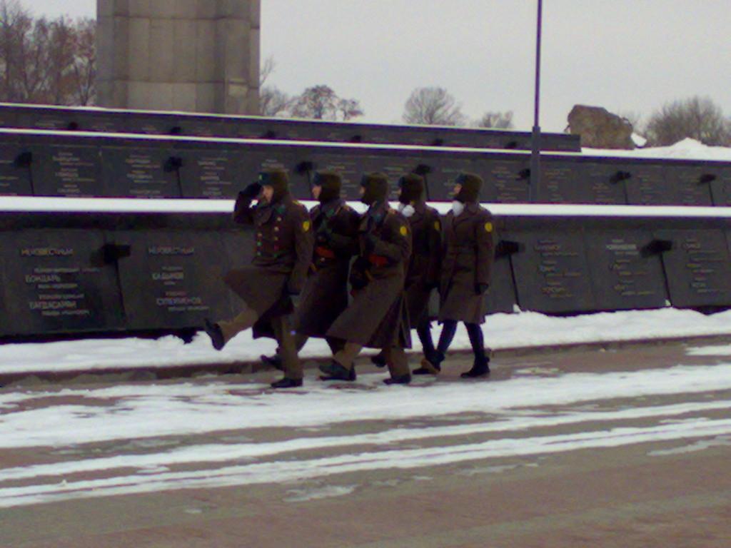 Почетный караул в Брестской крепости