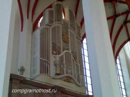 орган в церкви Баха