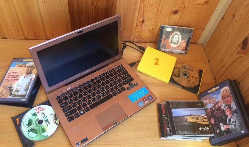 Ноутбук со встроенным и с внешним CD DVD ROM по USB