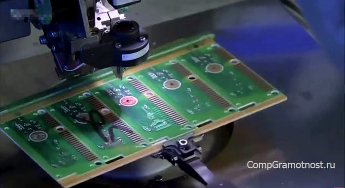 чип в центре клавиатуры