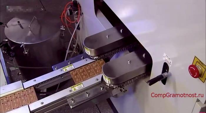 oтправка платы в печь для пайки компонентов